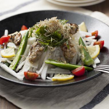 牡蠣とレモンとちりめんの大根サラダ